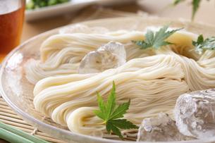 素麺を食べるの写真素材 [FYI04893215]