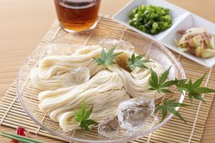 素麺を食べるの写真素材 [FYI04893220]