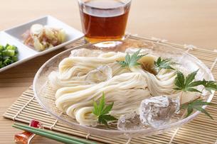 素麺を食べるの写真素材 [FYI04893221]