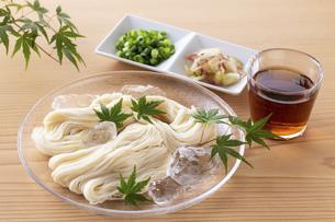 素麺を食べるの写真素材 [FYI04893224]