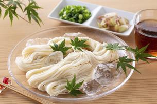 素麺を食べるの写真素材 [FYI04893225]
