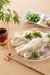 素麺を食べるの写真素材 [FYI04893228]