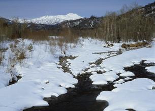 冬の川(北海道・標津町)の写真素材 [FYI04894022]