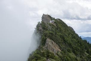 石鎚山 天狗岳山頂(愛媛県)の写真素材 [FYI04894149]