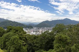宇和島城からの市街地の眺めの写真素材 [FYI04894193]
