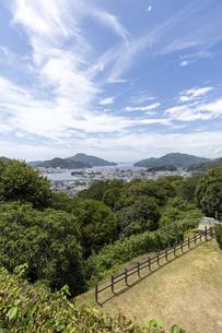 宇和島城からの市街地の眺めの写真素材 [FYI04894201]