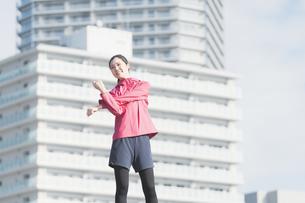 都市生活・運動する女性の写真素材 [FYI04894437]