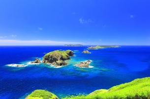 小笠原国立公園 母島の小富士より丸島瀬戸などの島々を望むの写真素材 [FYI04894625]