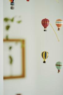 室内に飾られているインテリアの写真素材 [FYI04894935]