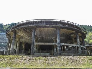 採掘した鉱石を選り分ける神子畑選鉱場跡(兵庫県朝来市の産業遺産)の写真素材 [FYI04895362]