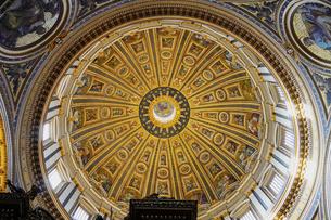 サンピエトロ大聖堂のドーム(内部)の写真素材 [FYI04895368]