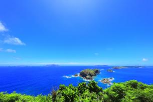 小笠原国立公園 母島の小富士より姪島などの島々を望むの写真素材 [FYI04895449]
