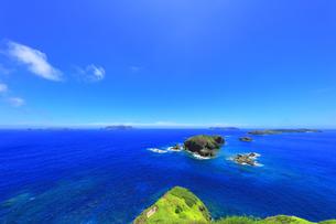小笠原国立公園 母島の小富士より姪島などの島々を望むの写真素材 [FYI04895450]