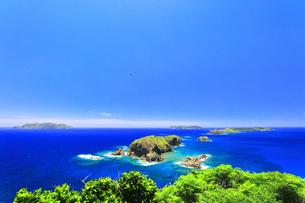 小笠原国立公園 母島の小富士より妹島と姉島方向を望むの写真素材 [FYI04895456]
