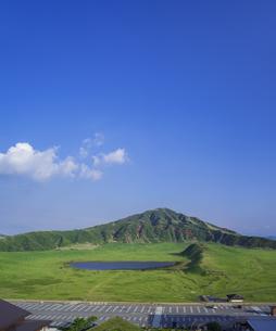 熊本県 風景 草千里ヶ浜の写真素材 [FYI04895467]