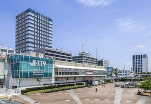 名古屋港ガーデン埠頭ジェティと広場風景の写真素材 [FYI04895560]