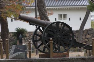 小倉城復元記念碑の砲台の写真素材 [FYI04895829]