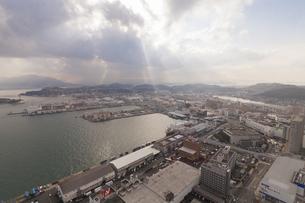 海峡ゆめタワーからの下関港と関門海峡の写真素材 [FYI04895912]