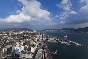 海峡ゆめタワーからの関門海峡と関門橋の写真素材 [FYI04895913]