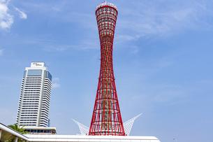 快晴の青空に聳える神戸ポートタワーの写真素材 [FYI04896670]