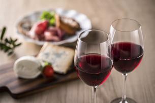 赤ワインとイタリア料理の写真素材 [FYI04897058]