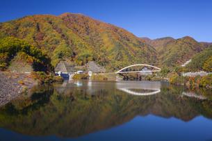 紅葉のみずがき湖の写真素材 [FYI04897348]