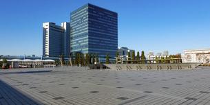 有明の風景(東京都江東区)、シンボルプロムナード公園と東京ビッグサイト界隈の写真素材 [FYI04897666]