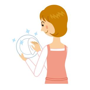皿を拭く女性のイラスト素材 [FYI04897731]