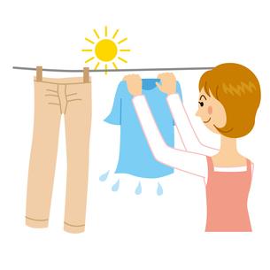 洗濯物を干す女性のイラスト素材 [FYI04897736]