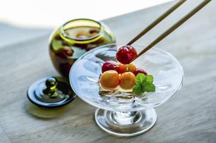 Cherry tomato compote. Delicious food image.の写真素材 [FYI04898033]