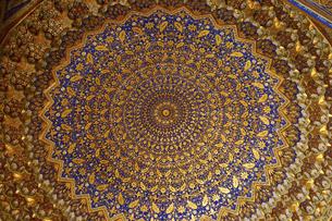 世界遺産レギスタン広場に建つティラカリ・マドラサの天井の写真素材 [FYI04898072]
