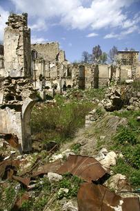 シューシ(シューシャ)の廃墟と化したアゼルバイジャン人地区の写真素材 [FYI04898075]