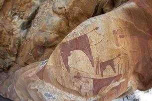 ソマリランド・ラースゲールの牛を描いた洞窟壁画の写真素材 [FYI04898096]