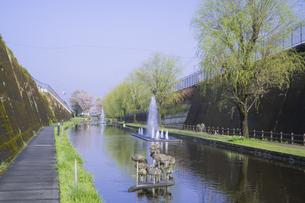 春の高森湧水トンネル公園の写真素材 [FYI04898887]