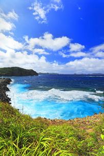 小笠原諸島 母島の鮫ヶ崎展望台より台風接近の荒れる海の写真素材 [FYI04898995]