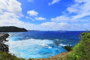 小笠原諸島 母島の鮫ヶ崎展望台より台風接近の荒れる海の写真素材 [FYI04898996]
