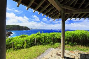 小笠原諸島 母島の鮫ヶ崎展望台より台風接近の海の写真素材 [FYI04898997]