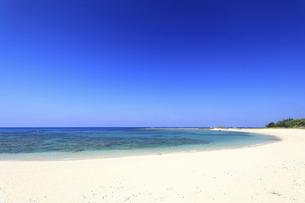 奄美大島土森海岸ブルーエンジェルと呼ばれる青く美しい海の写真素材 [FYI04899041]