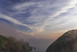 礼文島・桃岩展望台からの夕空の写真素材 [FYI04899385]