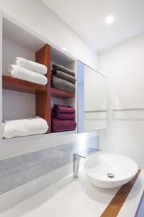 洗面台のタオルの写真素材 [FYI04899587]