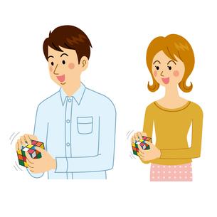 ルービックキューブをする男女のイラスト素材 [FYI04899888]