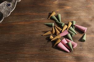 様々な色と香りのコーン香の写真素材 [FYI04899980]