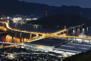 広島市黄金山から仁保ジャンクション方面の夜景の写真素材 [FYI04900002]