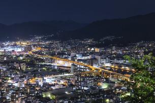 黄金山から広島市街の夜景の写真素材 [FYI04900006]
