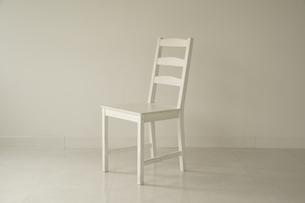 白い部屋と白い椅子の写真素材 [FYI04900091]