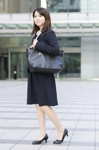 リクルートスーツ姿の女性の写真素材 [FYI04900132]