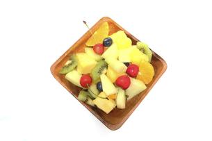 木製の食器に盛ったフルーツサラダの写真素材 [FYI04900428]