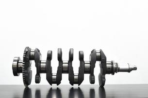 自動車エンジンのクランクシャフトの写真素材 [FYI04900578]