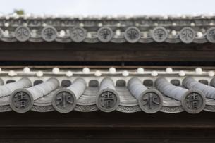 清水寺(長崎市)の屋根瓦の写真素材 [FYI04900612]