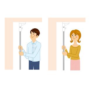 突っ張り棒を使う男女のイラスト素材 [FYI04901080]